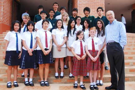 Khun Mechai with the RS 2010 student steering committee